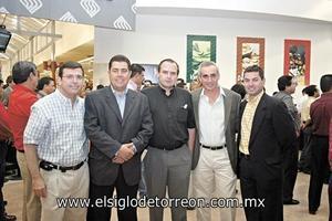<I>EMOTIVA INAUGURACIÓN</I><P> Martín Amarante, Marcelo Bremer, Padre Carlos Martínez, Roberto García y Fernando Dueñes.