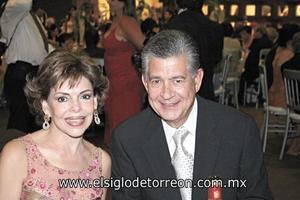 Ma. Teresa Q. de Cantú y Rene Cantú Charles.