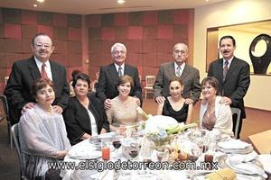Lupita y Jorge Rosas, Margarita Gutiérrez, Pipe y Susy Rodríguez, Rogelio y Lupita Barrios, Ramón y Gaby García.