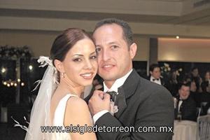 <I>JUNTOS PARA TODA LA VIDA</I><P> Ana Lorena García y José Cárdenas.