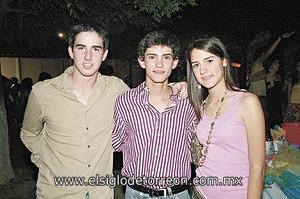 Paco, Carlos y Rosy.