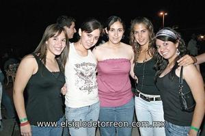 Julie Espinoza, Katia Soto, Marytere Urbina, Margarita Sánchez y Brenda Enríquez.