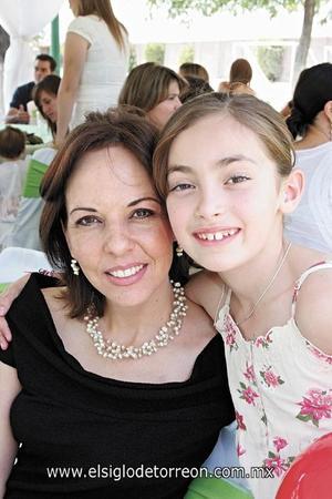Mónica Blake de Villarreal y Ximena Villarreal Blake.