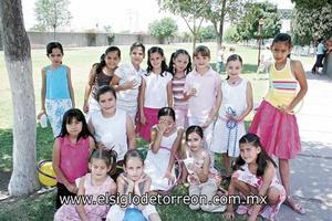 Andrea Raigosa junto a todas sus amiguitas.