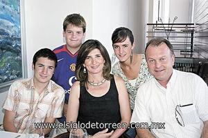 Federico, Cecilia, Lucía, Pablo e Ignacio Sáenz González.