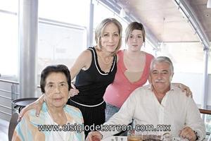 Alicia B. de Safa, José Antonio Safa B., Gloria G. de Safa y Alia Safa Graham.