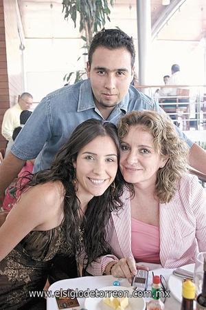 Paco Talamantes, Gaby Barrón de Moreno y Lety Olvera.