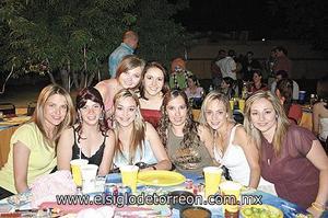 Gaby Del Bosque, Roxana Montañez, Ana Paula Madero, Ale Aguilar, Claudia Rueda, Pricila Álvarez, Meche Romo e Irma Eugenia Gómez.