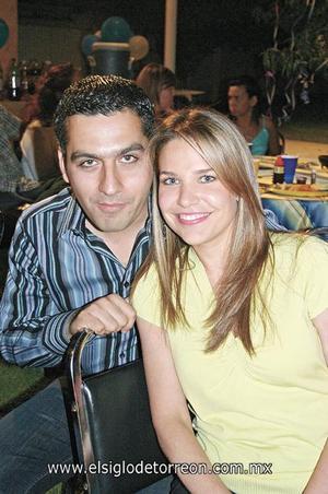 Roger y Gaby Barrios.