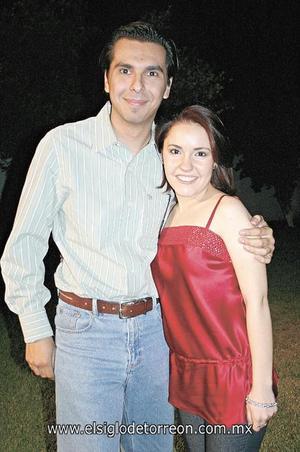 <I>UN CUMPLEAÑOS ENTRE AMIGOS</I><P> Rodrigo Medina e Irma Eugenia Gómez.