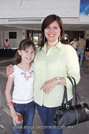 Andrea Lasne con su mamá María Antonieta Morales.