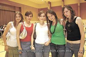 <I>ALUMNAS SE PRESENTAN EN PÚBLICO</I><P> Ivette Cuellar, Isabel y Lucía Campa, Sara Cruz y Ana Emilia Cárdenas