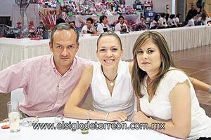 Juan Bermeo, Karla Bermeo y Noelie Barba.