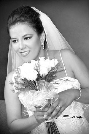 Lic. Selene Galván Hernández, el día de su matrimonio con el Ing. Juan Gerardo Vitela Sandoval. <p> <i>Estudio: Sosa</i>.
