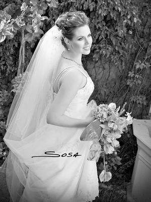 Srita. Karina Kort Sanchéz, el día de su enlace nupcial con el Sr. Francisco Cocho Jaime. <p> <i>Estudio: Sosa</i>.