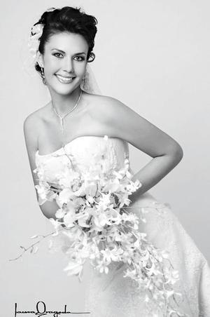 Srita Elvía Meraz Díaz , el día de su boda con el Sr. Artemio Cuéllar León.   <p> <i>Estudio: Laura Grageda</i>.