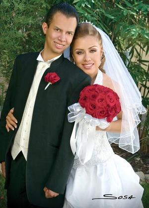 Arq. Francisco  Martínez Morillón en Ing. Brenda Irene Gutiérrez Meraz contrajeron matrimonio el pasado dos de junio en la capilla de San Juan de los Lagos.  <p> <i>Estudio: Sosa</i>.