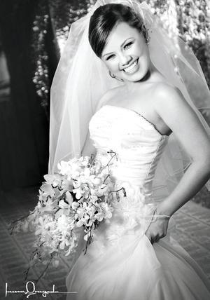 C.P. Lilia E. Ovalle Escalera, el día de su enlace nupcial con el C.P. Carlos M. Hernández Martínez.  <p> <i>Estudio: Laura Grageda</i>.