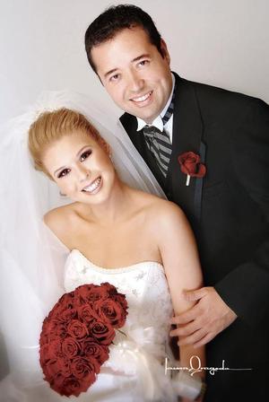 Dr. Alfonso Silveyra Román y C.P. Sol Edith Gallegos Mata contrajeron matrimonio el pasado tres de junio.   <p> <i>Estudio: Laura Grageda</i>.