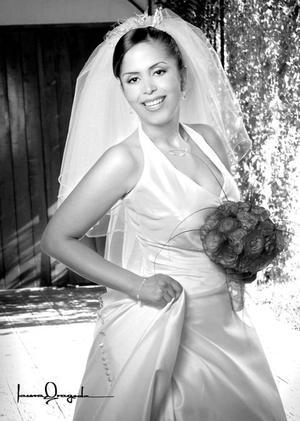 Ing. Ana Rotcéh Urbina, el día de su boda con el Ing. Carlos Santibáñez Valdez.   <p> <i>Estudio: Laura Grageda</i>.