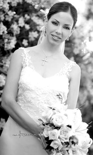 Lic. Ana Lorena García Martínez, el día que celebró su enlace nupcial con el Lic. José Cárdenas Esquivel.  <p> <i>Estudio: Maqueda</i>.