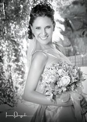 Srita. Maribel Gutiérrez Aladro, el día de su enlace matrimonial con el Sr. Carlos Ramos Vásquez.  <p> <i>Estudio: Laura Grageda</i>.