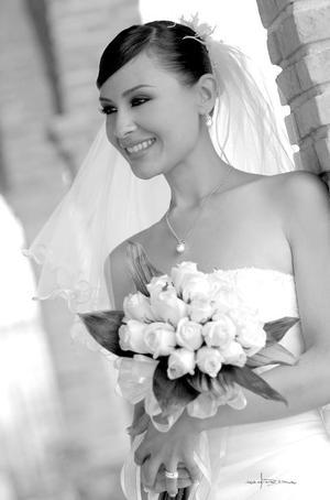 Srita. Mónica García Ontiveros, el día de su boda con el Sr. Gerardo Izquierdo García.  <p> <i>Estudio: Maqueda</i>.
