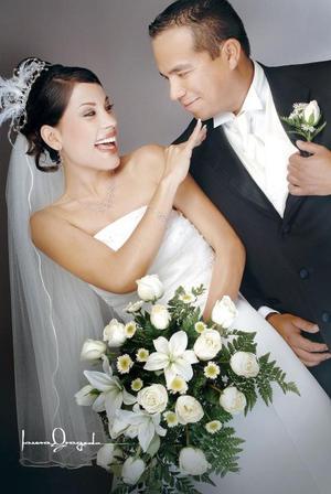 Ing. José Ángel Lozano Zapata y Srita. Jazir Quiroz Casillas contrajeron matrimonio en la parroquia Los Ángeles.  <p> <i>Estudio: Laura Grageda</i>.