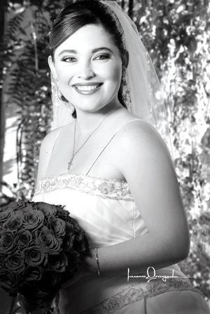 Srita. Rosalinda Jiménez Ayup, el día de su boda con el Sr. Luis Eduardo Castro Moya.  <p> <i>Estudio: Laura Grageda</i>.