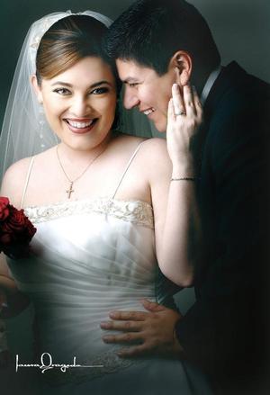 Sr. Luis Fernando Castro Moya y Srita. Rosalinda Jiménez Ayup contrajeron matrimonio el pasado 13 de mayo.  <p> <i>Estudio: Laura Grageda</i>.