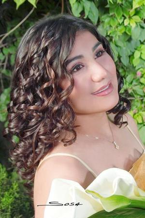 Srita. Karla Graciela Rubio Mendoza en una fotografía de estudio con motivo de sus quince años
