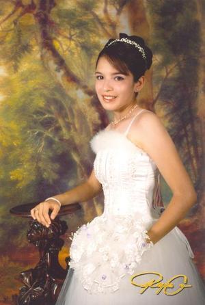 Srita. Berenice Muñiz Reyes, en una foto de estudio con motivo de sus quince años.