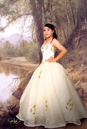 Srita. Eréndira Janeth Camarena Maldonado, en una foto de estudio con motivo de sus quince años.