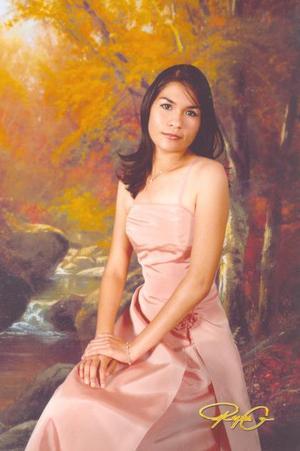 Srita. Mayra Llanas Fierro, en una foto de estudio con motivo de su cumpleaños.