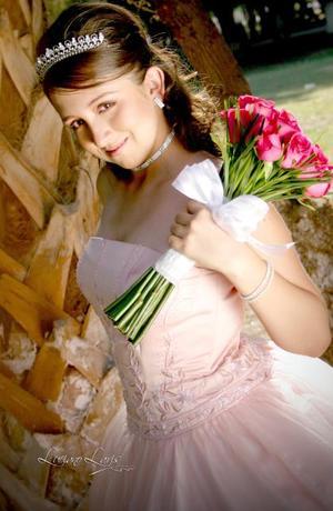 Srita. Karla G. Gámez Marín, en una foto de estudio con motivo de sus quince años.