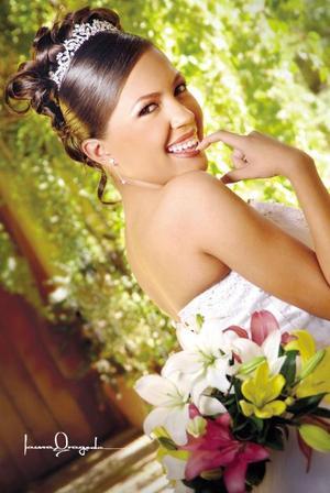 Srita. Cecilia Hurtado de la Cruz celebró sus quince años de vida con una misa de acción de gracias en la capilla del Centro Saulo el 29 de abril de 2006.