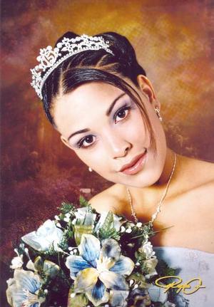 Srita. María Magdalena Meza Bernal en una fotografía de estudio con motivo de sus quince años de vida.