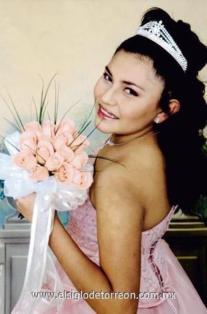 Srita. Selene Guadalupe Macías de la Rosa, en una fotografía de estudio con motivo de sus quice años de vida.
