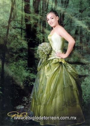 Srita. Diana Cecilia Romo Salazar, en una fotografía de estudio con motivo de sus quince años.
