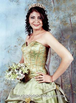 Srita. Karla Denisse Urquizo Medina, en una fotografía de estudio con motivo de sus XV años.