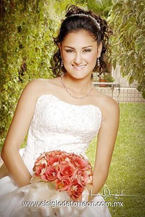 Srita. Marcela Carbajal Quiroz, en una foto de estudio  con motivo de sus quince años.