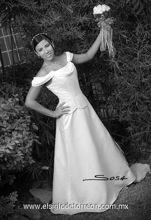 Srita. Michelle Flores Urquizo, en una foto de estudio con motivo de sus quince años.