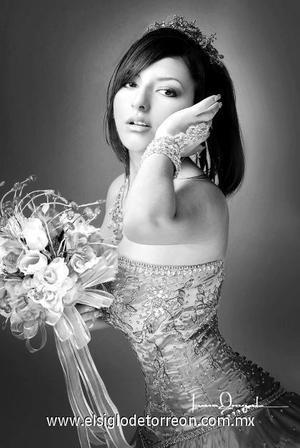 Yéssica Aguilar Miranda, en un estudio fotográfico con motivo de sus quince años.