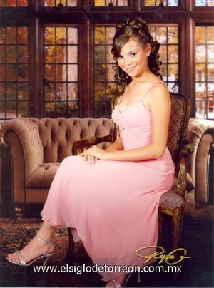noviembre-Srita. Ana Bertha Lara González, en una fotografía de estudio con motivo de sus quince años.