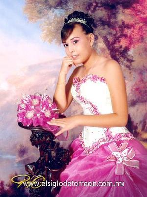 Srita. Lidia Lizeth Collazo, en una foto de estudio con motivo de sus quince años.