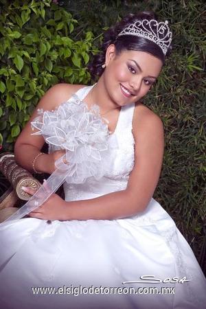 -Srita. Mayra AlejandraRodríguez Ruiz celebró sus quince años con una misa de acción de gracias en la Catedral de Nuestra Señora del Carmen, el viernes ocho de septiembre de 2006.