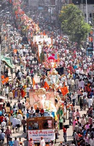 Ganesh Chaturthi es el aniversario del nacimiento de Fanesha,  el festival en el cual se celebra el nacimiento de Ganesha es Ganeshotsav, se realiza en el mes Bhaadrapada del calendario hindú.