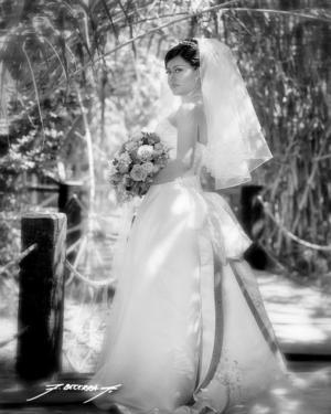 L.A.E.Nancy Díaz Marín, el día de su boda con el L.C.I. Juan Manuel de León Escareño.  <p>  <i>Estudio: F.Becerra</i>