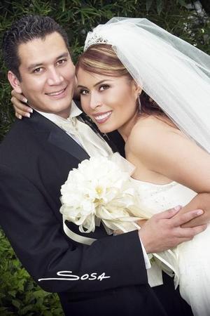 Lic. Alejandro José María Valdez Martínez y M.C. Berenice Fernández Arguijo contrajeron matrimonio el pasado 12 de agosto en la parroquia Los Ángeles.  <p>  <i>Estudio: Sosa</i>