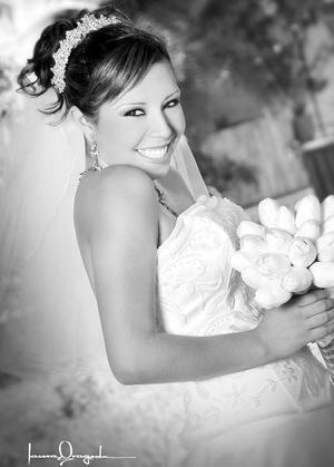 Srita. Diana M. Valenzuela Muñoz, el día de su boda con el Sr. Alberto Alejandro Ramírez Mendoza.  <p>  <i>Estudio: Laura Grageda</i>